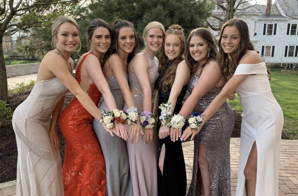 Former+juniors+pose+at+last+years+prom+%28Photo+courtesy+of+Hannah+Brockway%29.+